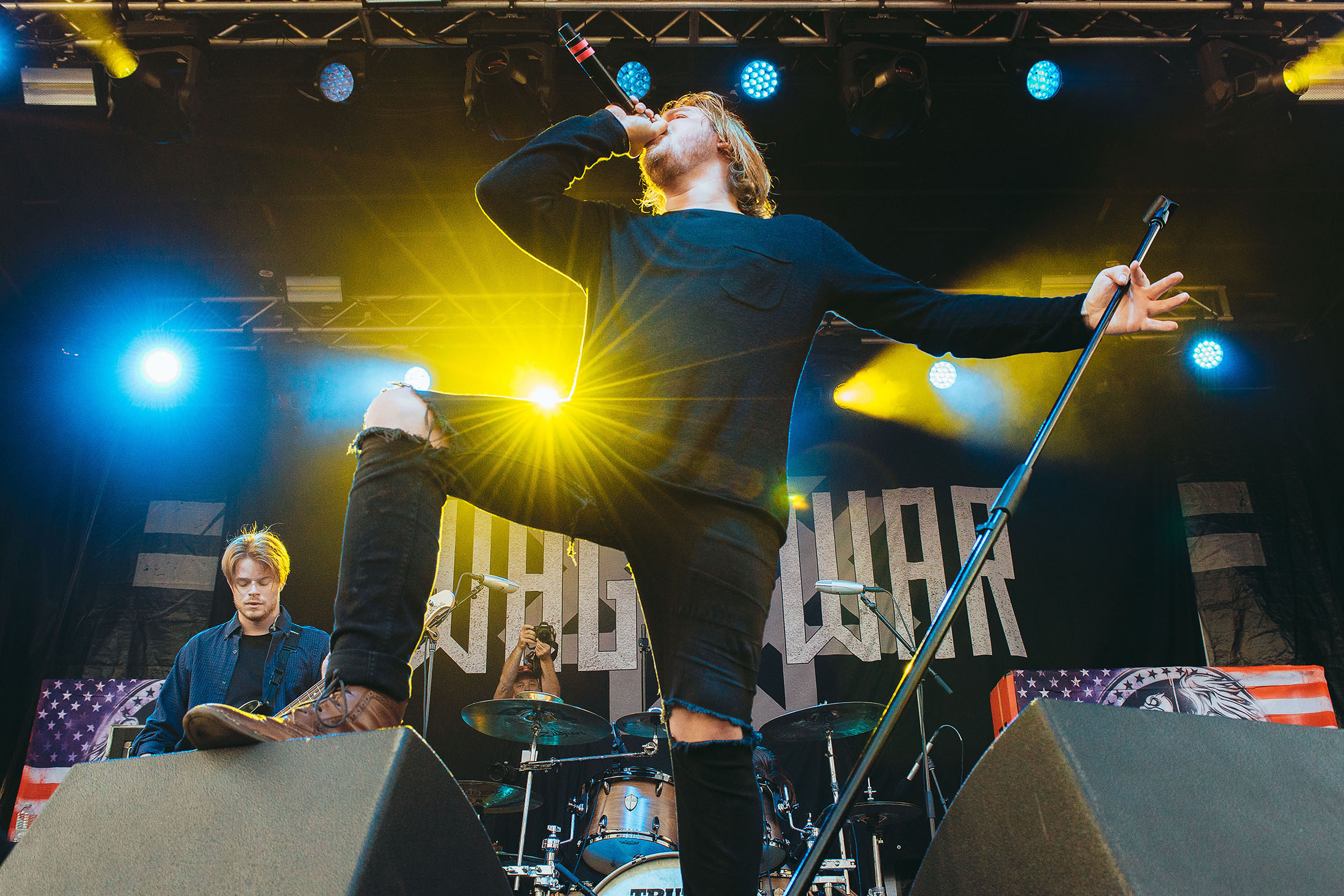 wage war briton bond lead singer band concert rock photo photography image