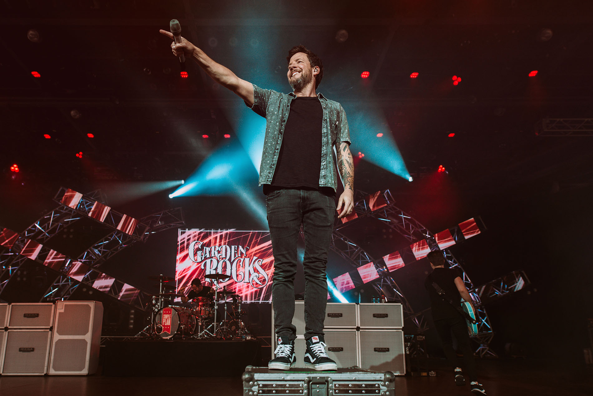 simple plan pierre bouvier crowd disney garden rocks band concert rock photo photography image