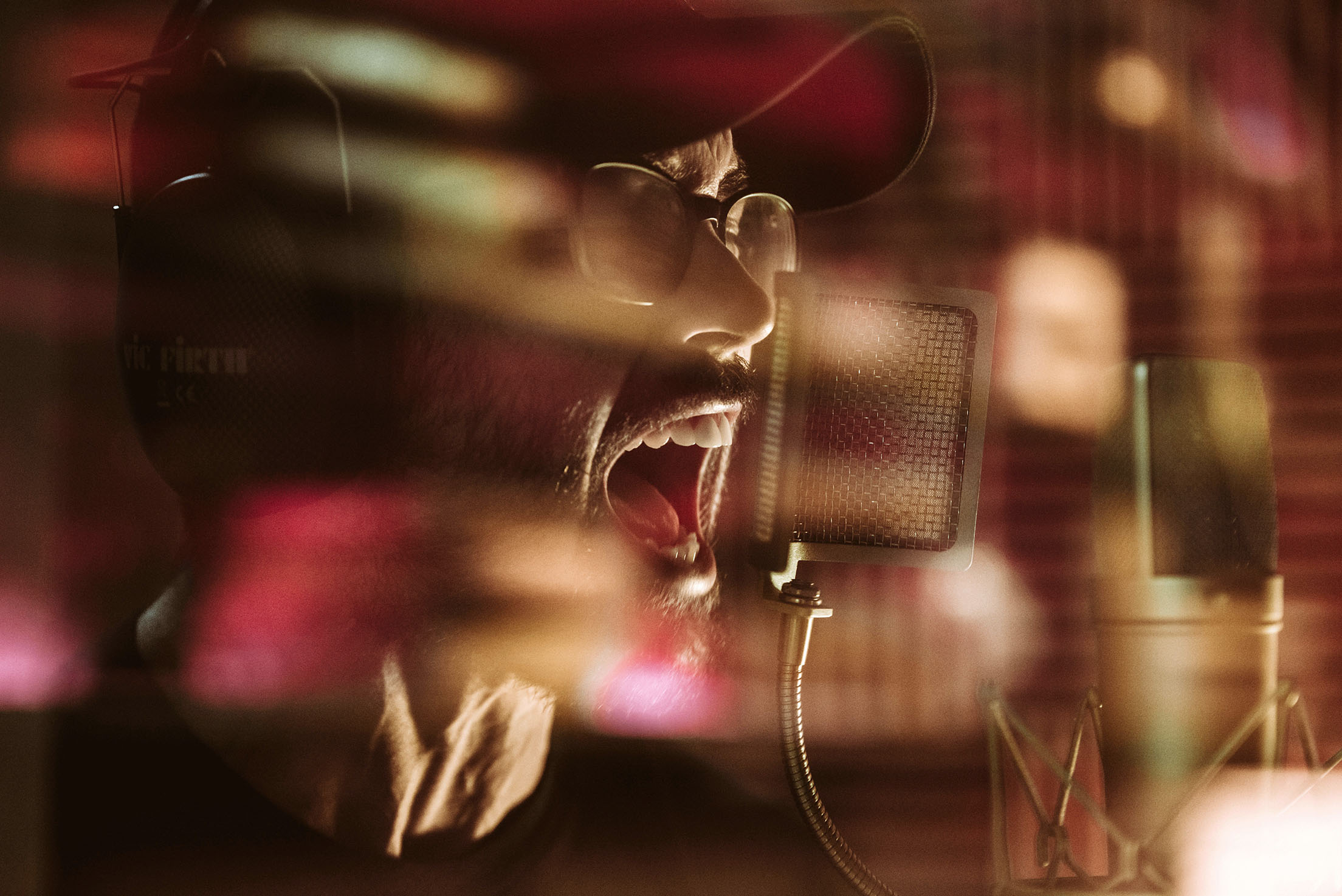 capstan anthony demario screaming lead singer studio recording band concert rock photo photography image